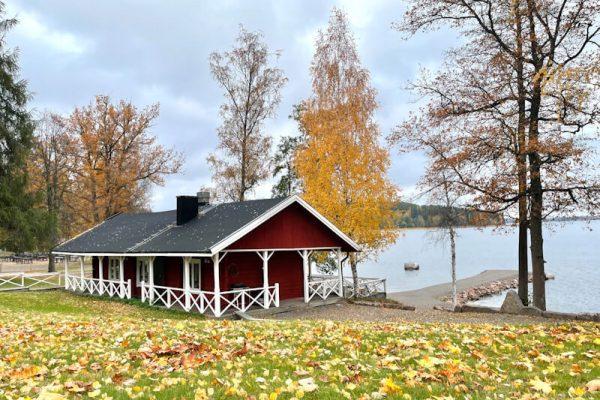 rantasauna_ja_järvi_sivulta_syksy_sisältökuva